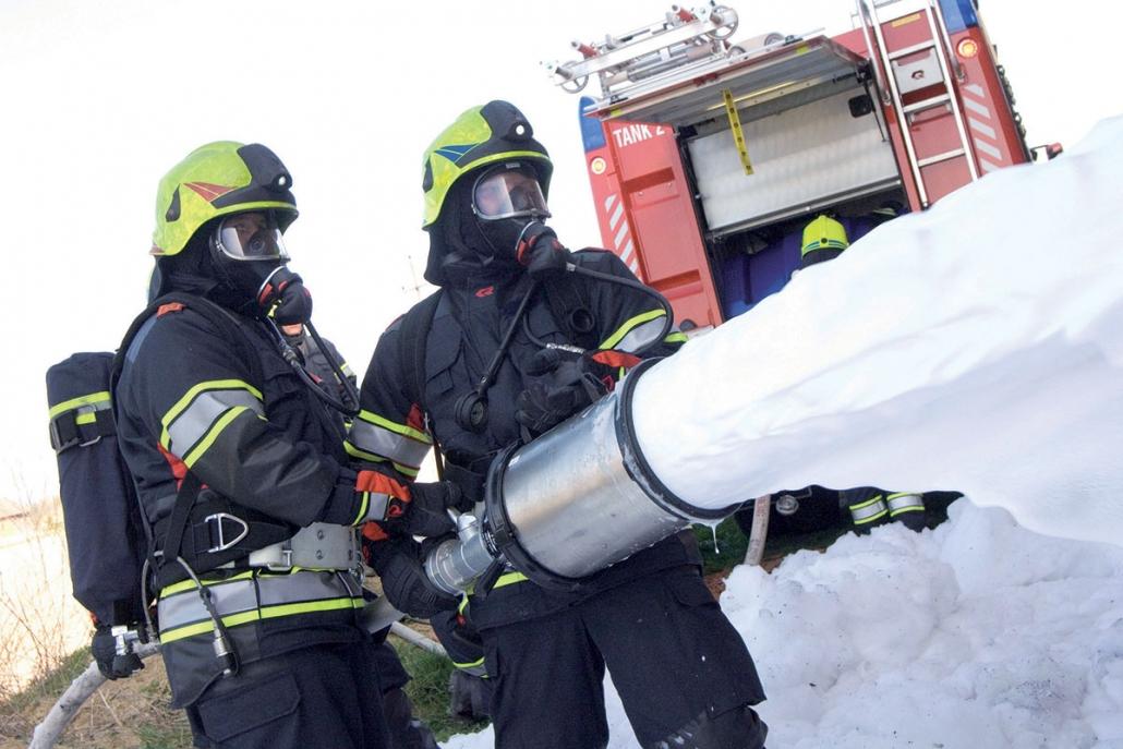 Postopek čiščenja in nege gasilskih zaščitnih oblačil