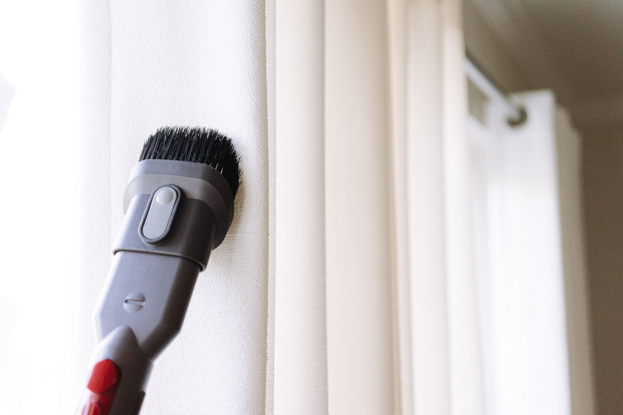  Zavese lahko prevzamemo na domu ali pisarni ter vam jih nato tudi dostavimo